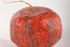 papier-mache jablko_2003